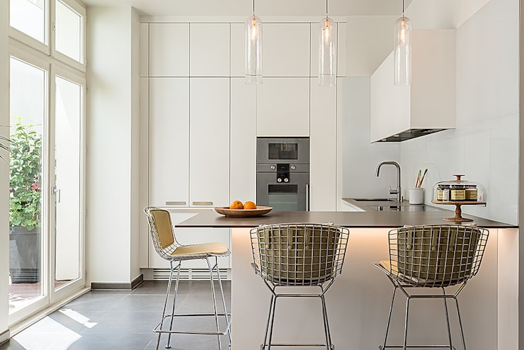 Cocinas de estilo moderno por François Guillemin