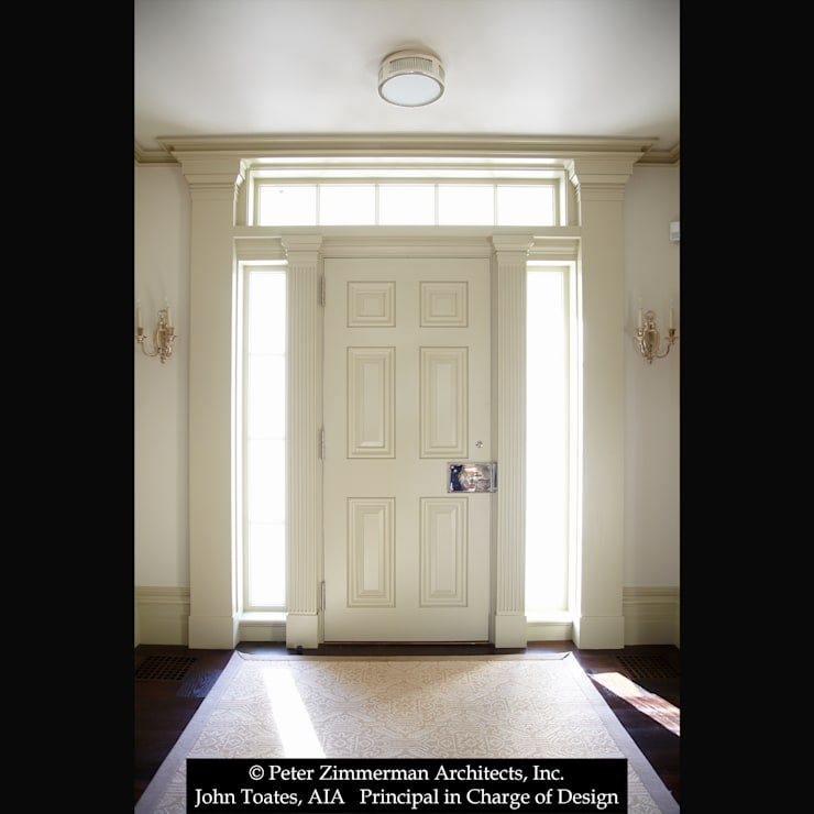 Entry Door:  Corridor & hallway by John Toates Architecture and Design