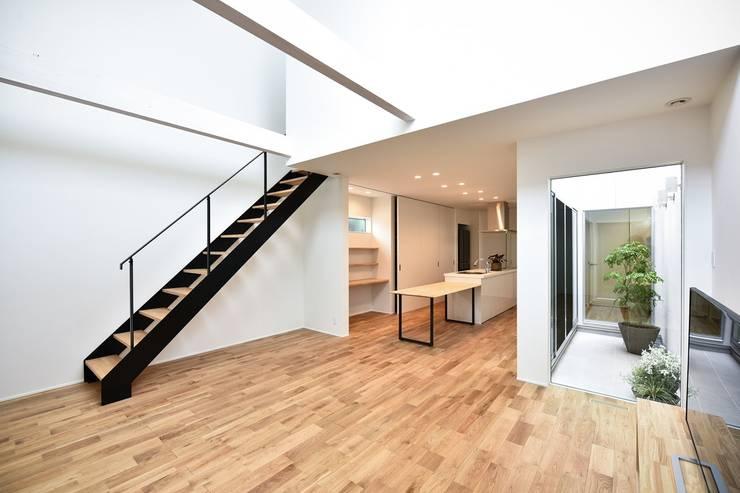 Living room by Sen's Photographyたてもの写真工房すえひろ, Modern