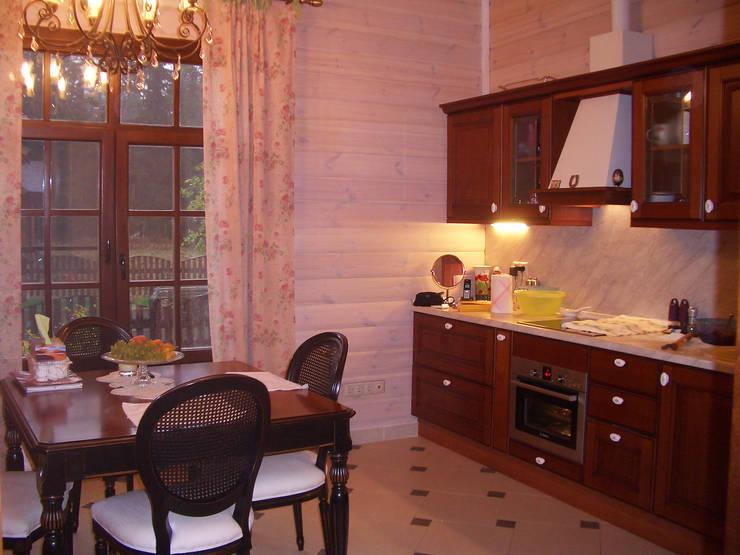 Дом 260 м2 в Нахабино Кантри Клаб: Кухни в . Автор – Надежда Лашку