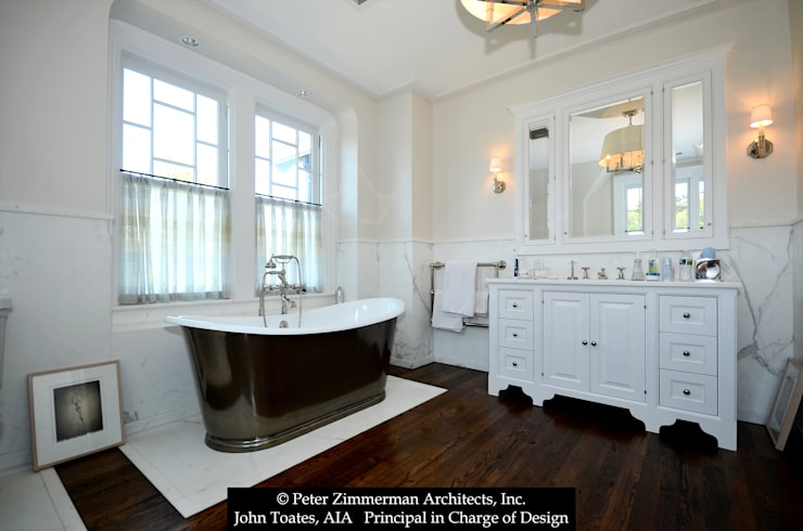 Bathroom by John Toates Architecture and Design