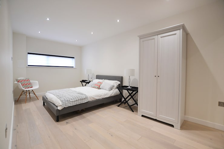 2 Bedroom Apartment: minimalistic Bedroom by THE FRESH INTERIOR COMPANY