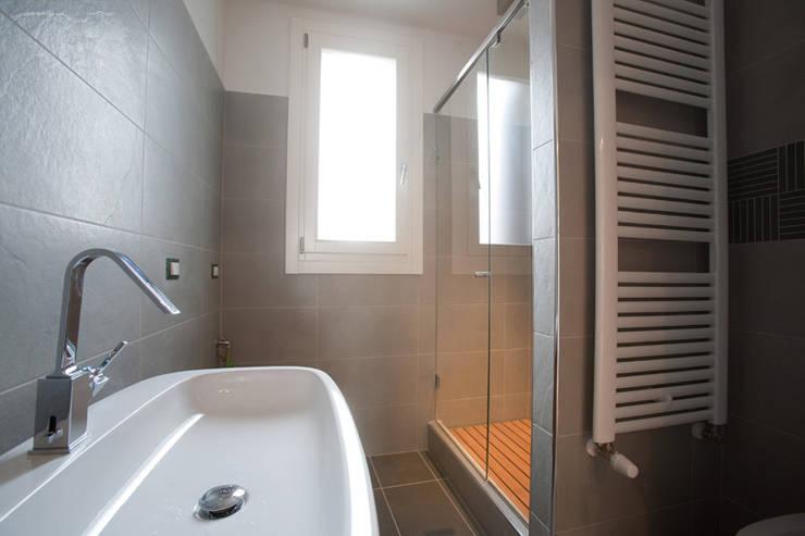 46 bagni piccoli e moderni con doccia for La roccia arredo bagno