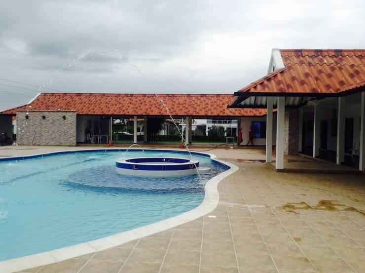 Casa Campestre: Casas de estilo  por ARQUITECTOnico, Tropical