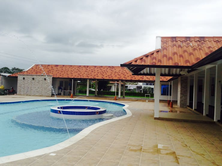 Casa Campestre - piscina, corredores: Piscinas de estilo  por ARQUITECTOnico, Tropical
