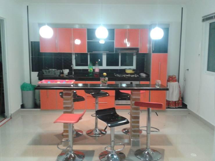 Casa Jhony: Cocinas de estilo  por ARQUITECTOnico