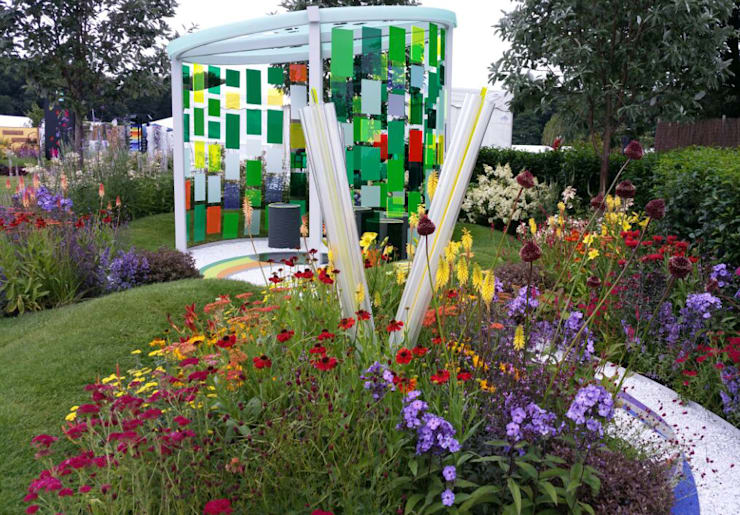RHS Flower Show Tatton Park 2015 - Reflecting Photonics: modern Garden by Elks-Smith Landscape and Garden Design