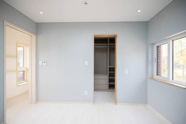 침실: 건축사사무소 재귀당의  침실