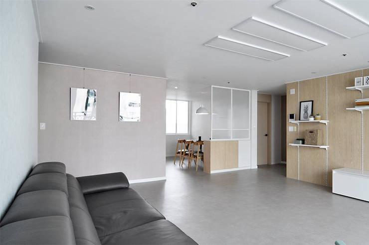 영통청명마을: JMdesign 의  거실