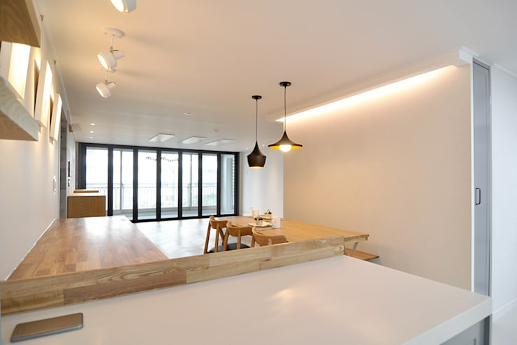 용인 수지 상원상떼빌 48평: JMdesign 의  거실,모던