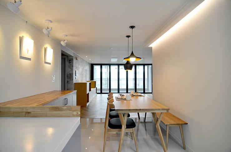 용인 수지 상원상떼빌 48평: JMdesign 의  주방,모던