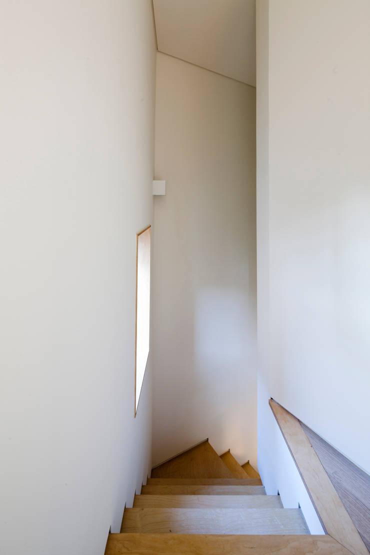 상도동 반달집: 리슈건축 의  복도 & 현관,모던