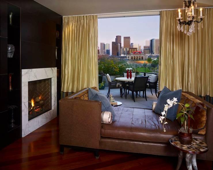 Metropolitan Loft:  Living room by Andrea Schumacher Interiors