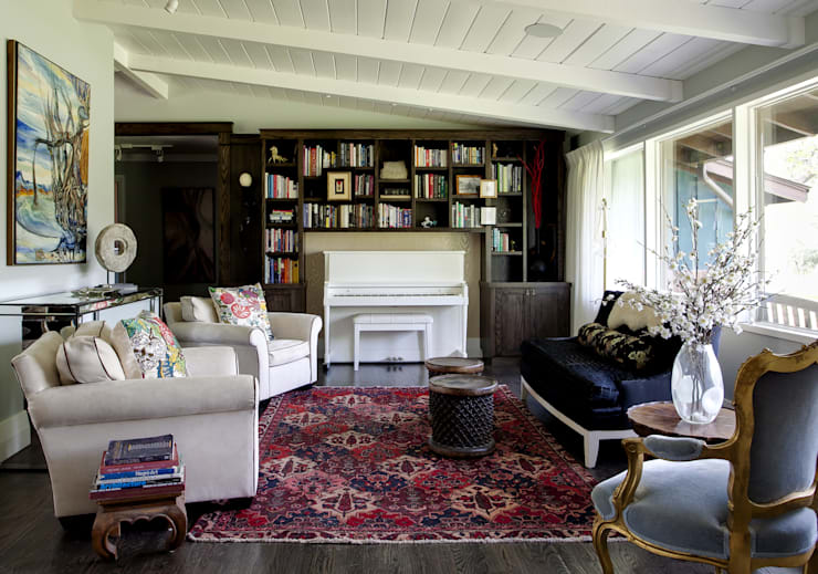 Wagon Trail:  Living room by Andrea Schumacher Interiors
