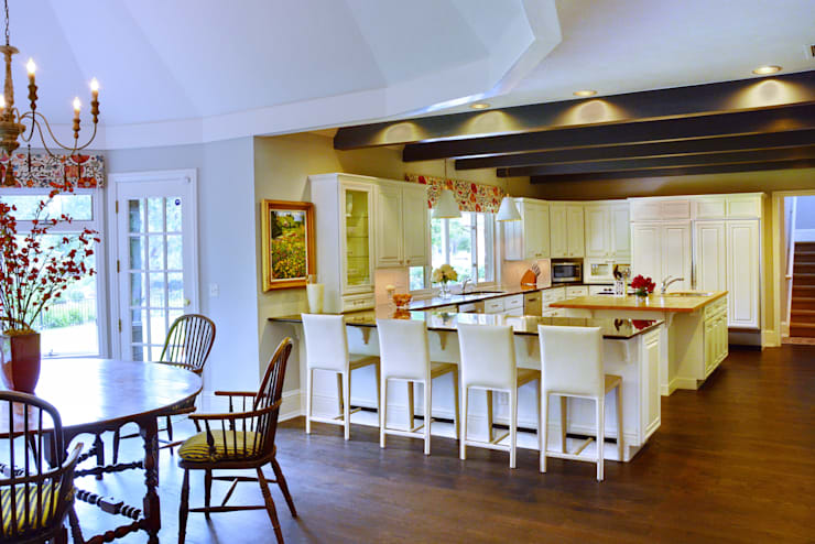 Cherry Hills Charmer:  Kitchen by Andrea Schumacher Interiors