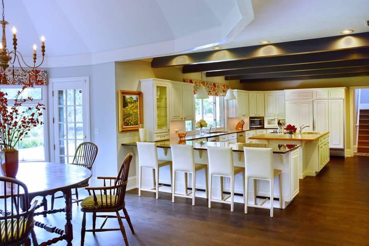 classic Kitchen by Andrea Schumacher Interiors