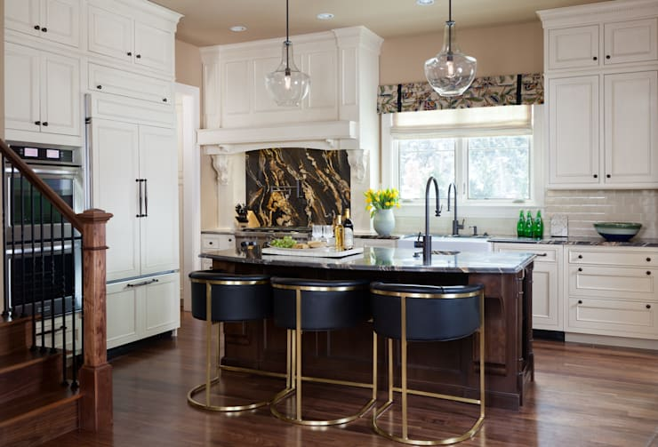 Supremely Sophisticated: classic Kitchen by Andrea Schumacher Interiors