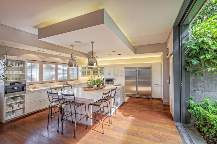Casa CSF: Cocinas de estilo  por Lopez Duplan Arquitectos