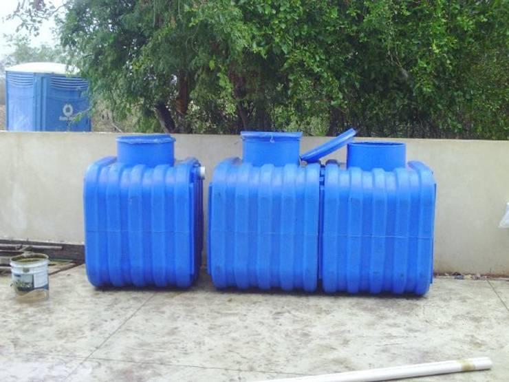 Microplantas Tratamiento Agua Residuales: Baños de estilo  por Innovaciones  Ecologicas