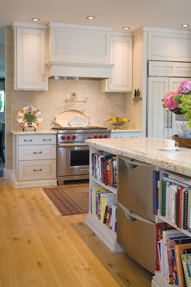 Greenwood Village Home: classic Kitchen by Andrea Schumacher Interiors