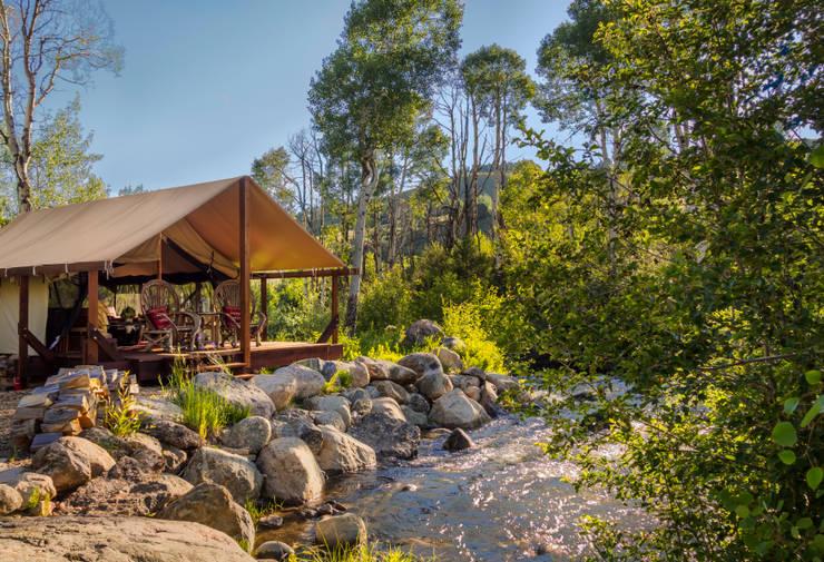 Vail Valley Retreat:  Patios & Decks by Andrea Schumacher Interiors