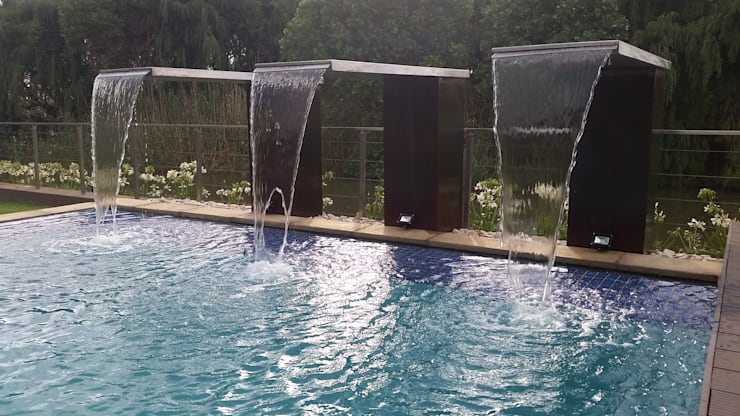 Landscaping Project:  Pool by Liquid Landscapes, Modern