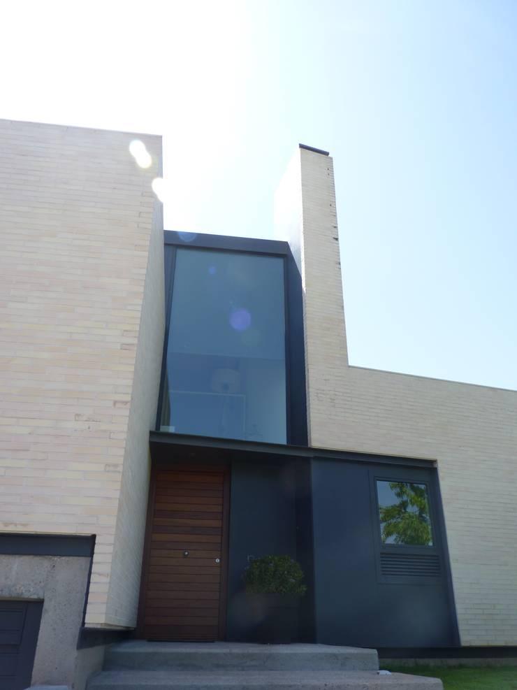 VIVIENDA UNIFAMILIAR Casas de estilo escandinavo de asieracuriola arquitectos en San Sebastian Escandinavo Ladrillos