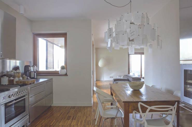 Interior with garden: Cucina in stile  di mg2 architetture