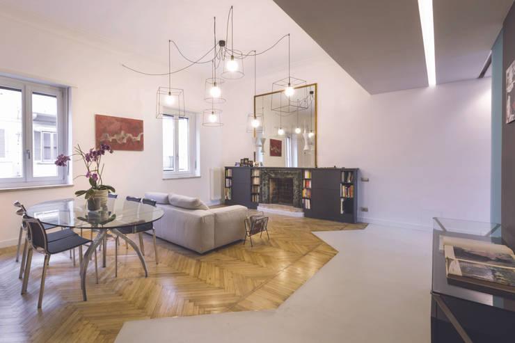 White and green: Soggiorno in stile in stile Moderno di mg2 architetture