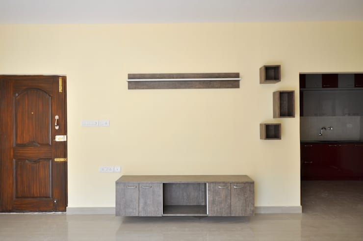 Residential Interior Project at Sarjapur, Bangalore:  Living room by Kriyartive Interior Design