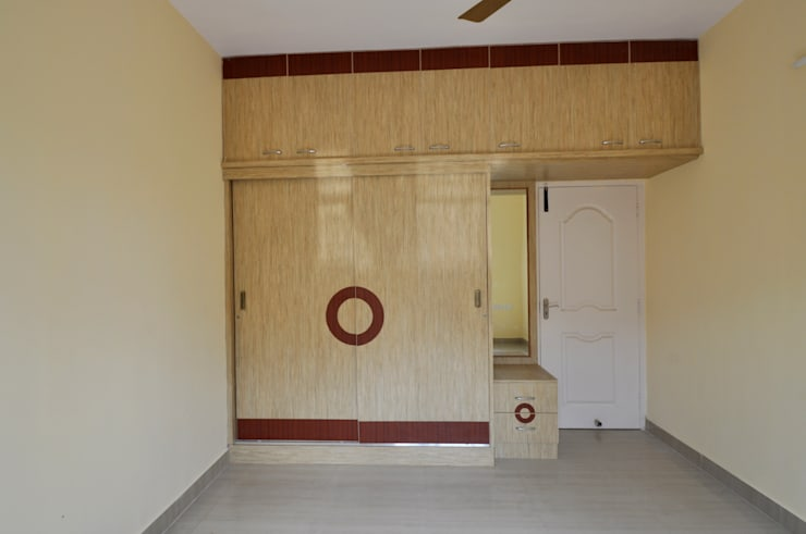 Residential Interior Project at Sarjapur, Bangalore:  Bedroom by Kriyartive Interior Design