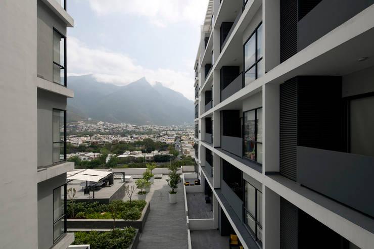 Gran Ciudad Nuevo Sur : Terrazas de estilo  por Grow Arquitectos