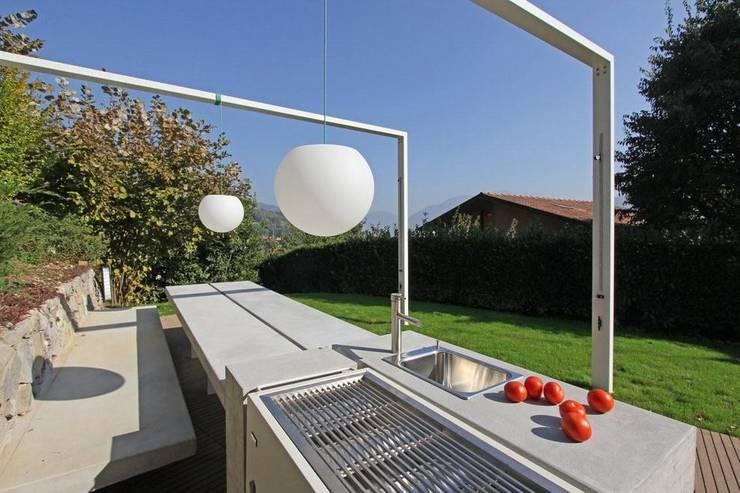 Barbecue Outdoor: Giardino in stile in stile Moderno di sandra marchesi architetto