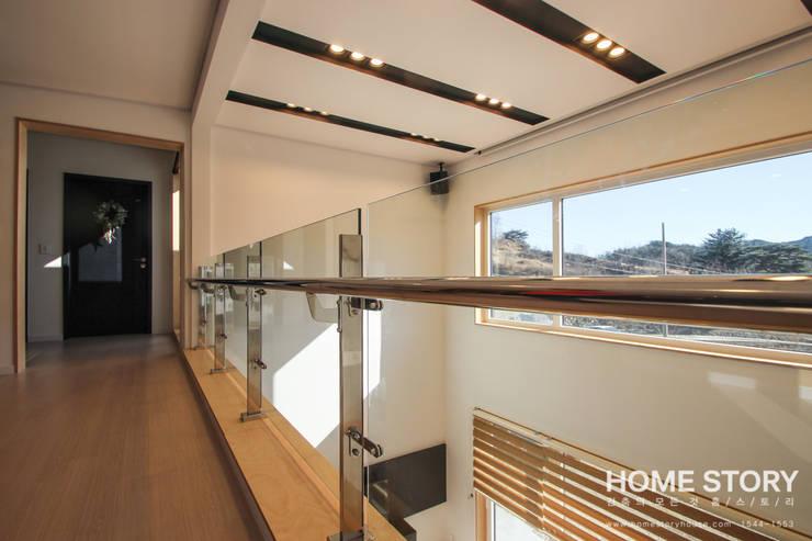 Salas multimedia de estilo  por (주)홈스토리