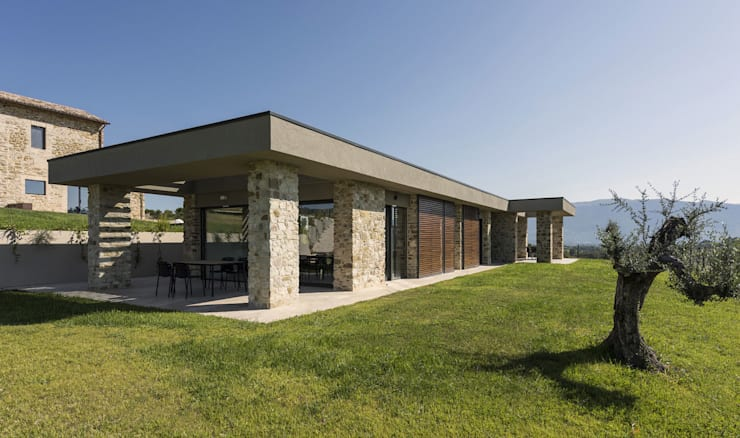 Country house by GIAN MARCO CANNAVICCI ARCHITETTO