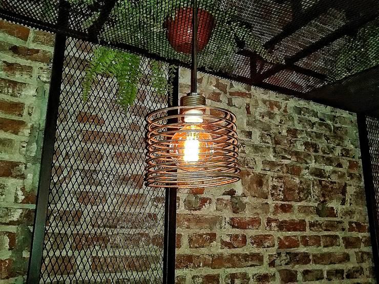 Lamparas Colgantes Modelo Espiral Edison: Livings de estilo  por Lamparas Vintage Vieja Eddie