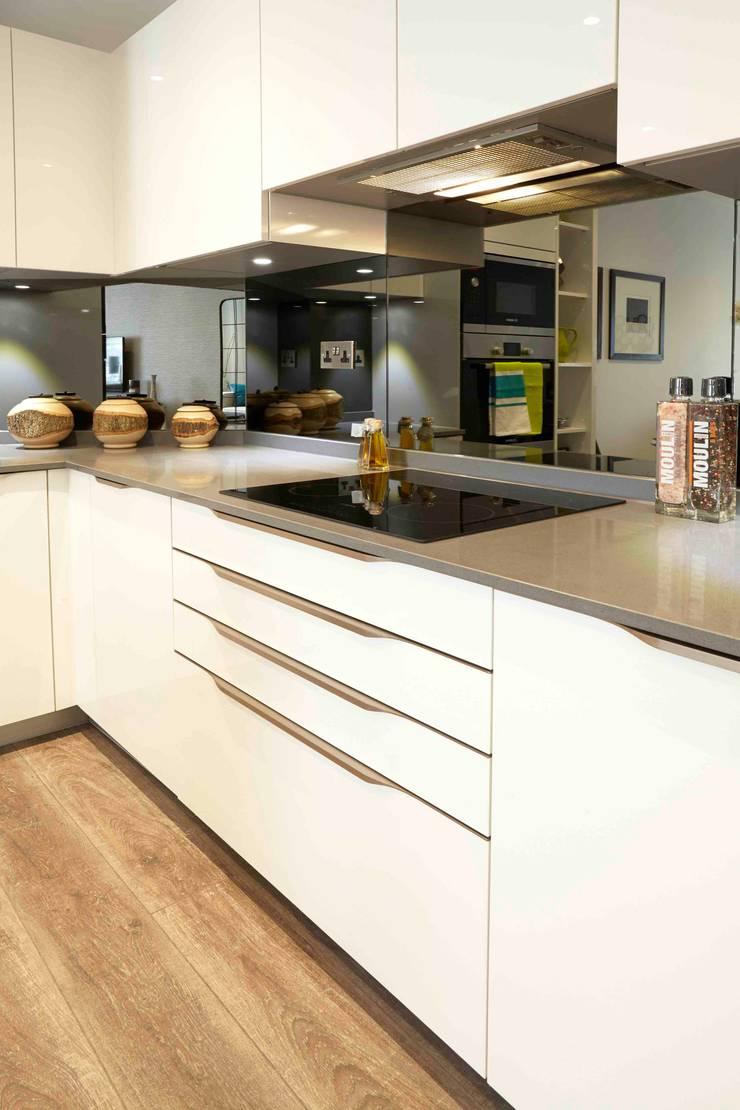 U Shape Cream Ivory Colours Gloss Kitchen Design