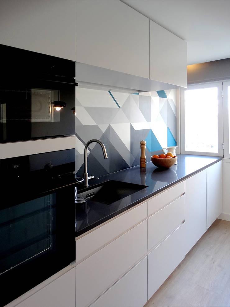 Casa Amaro: Cozinhas  por há.atelier
