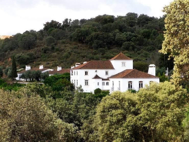 HERDADE VALMONTE HOTEL: Casas  por pedro quintela studio