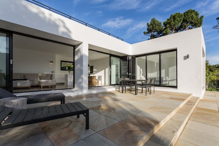 House Hout Bay - Babett Frehrking Architect:  Patios by Babett Frehrking Architect