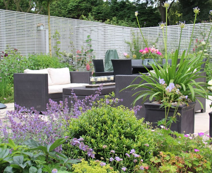 Surrey Garden:  Garden by Elks-Smith Landscape and Garden Design