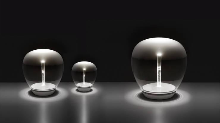 Empatia lámpara de mesa: Hogar de estilo  por Griscan diseño iluminación