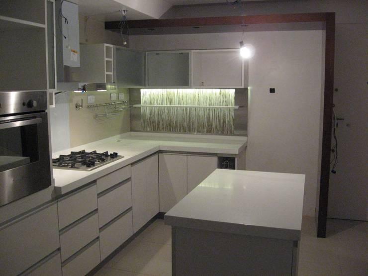 Reforma y ref¡uncionalización de piso en Caballito, Ciudad de Buenos Aires: Cocinas de estilo  por laura zilinski arquitecta