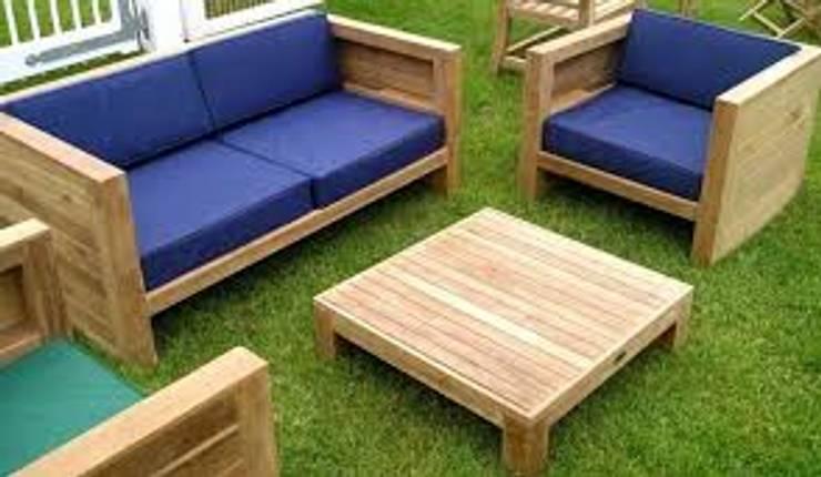 SALA PARA EXTERIOR DE TECA: Jardín de estilo  por woodlosophy