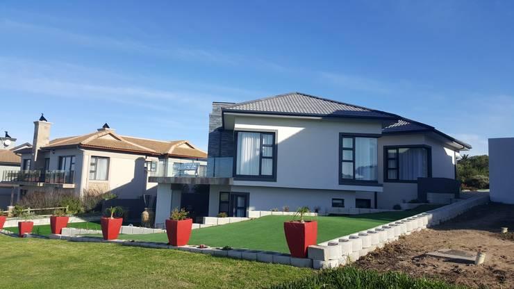 Mossel Bay Golf Estate: modern Houses by Rudman Visagie