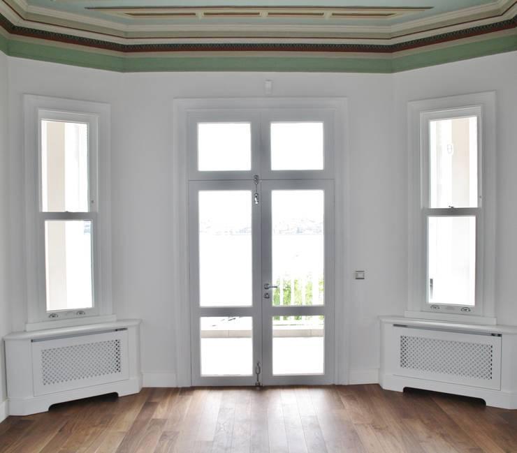 Öztek Mimarlık Restorasyon İnşaat Mühendislik – Gür Evi Ahşap İşleri ve Danışmalık: klasik tarz tarz Yatak Odası