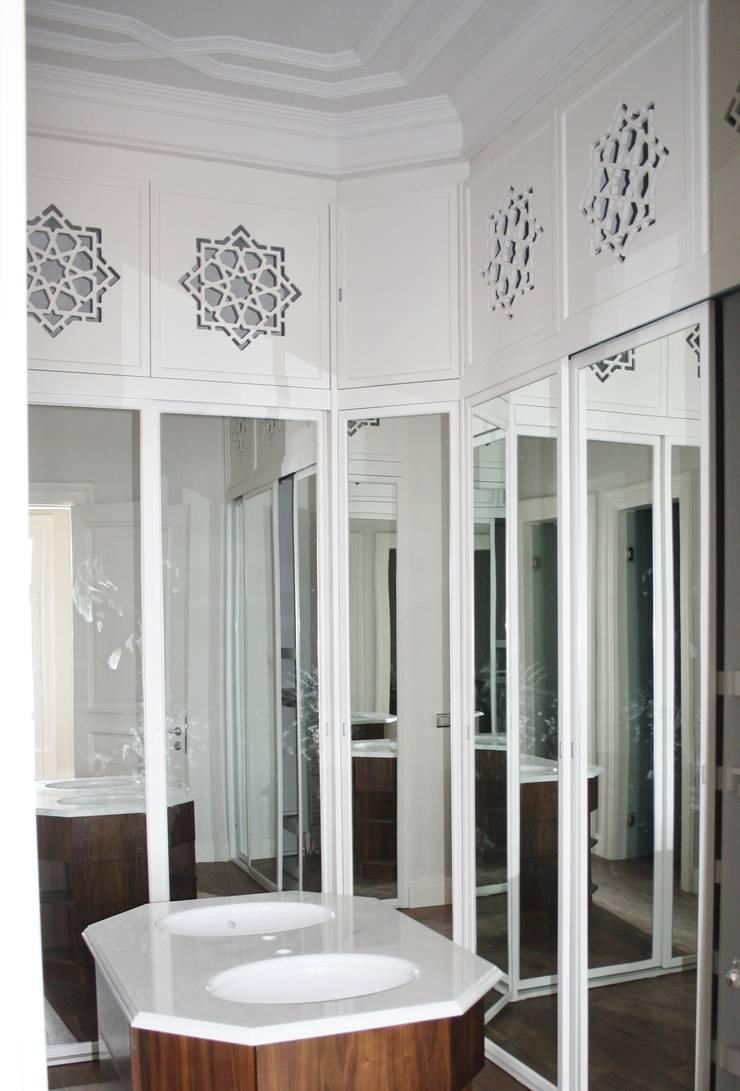 Öztek Mimarlık Restorasyon İnşaat Mühendislik – Gür Evi Ahşap İşleri ve Danışmalık: klasik tarz tarz Giyinme Odası