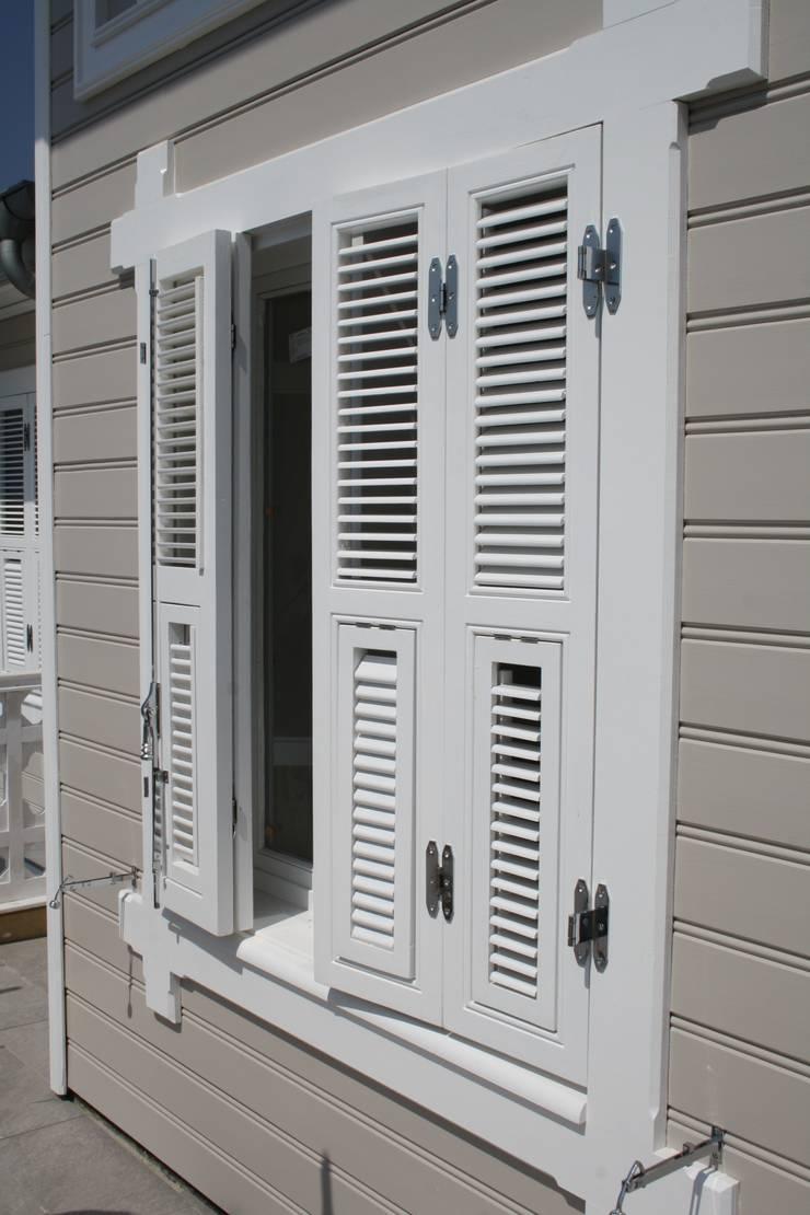 Öztek Mimarlık Restorasyon İnşaat Mühendislik – Gür Evi Ahşap İşleri ve Danışmalık: klasik tarz tarz Pencere & Kapılar