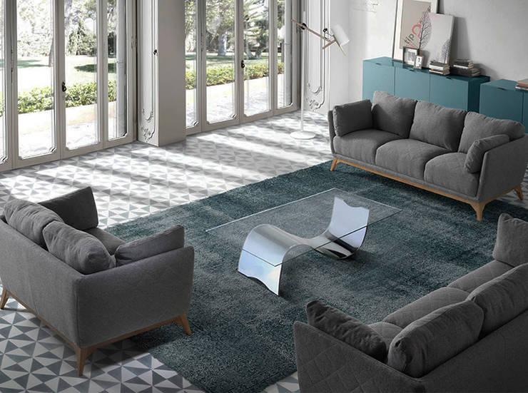 Mesas de centro e sofás com design Coffee tables and sofas with design www.intense-mobiliario.com  SPECCHIO / AGIO: Sala de estar  por Intense mobiliário e interiores;