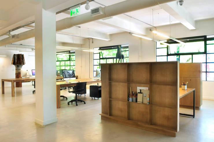 : Estudios y oficinas de estilo  por Paula Herrero | Arquitectura